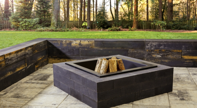 Rockslide Gravel - Our Services - Hardscape Products - Fire Pits - Smooth Quarry Stone Fire Pit 690x380px View